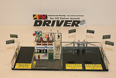 AFX JUDGES STAND,20 PEOPLE an ACCESSORY FOR LAYOUTS with SLOT CAR GRANDSTANDS