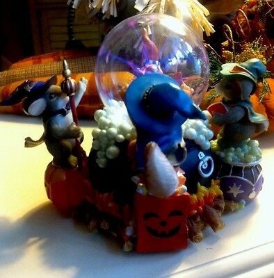 """Charming Tails """"a Spooky Brew"""", Mouse Witch Purple Globe And Cauldron Very Rare"""