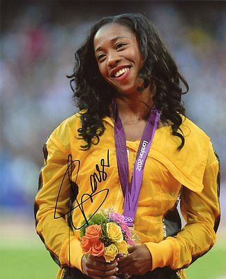 AUTOGRAPHE SUR PHOTO 20 x 25 de Shelly-Ann FRASER-PRYCE (signed in person)