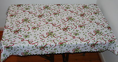Green Holly Polyester  Oblong Festive Christmas Table Cloth Seats 4 To 6 People