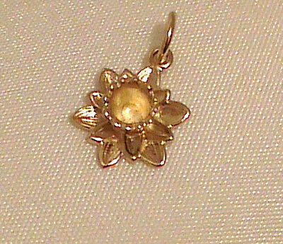 9ct Yellow Welsh Daffodil Pendant DS2P