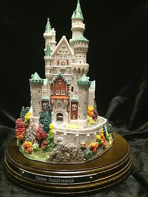 Schloss Neuschwanstein - Lilliput Lane - T Raine Sculptor  #0175 of 1500 (NIB)