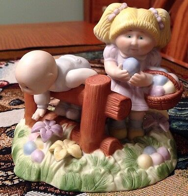 "1985 Cabbage Patch Kids ""FINDING EASTER TREATS"" Figurine EXCELLENT CONDITION"