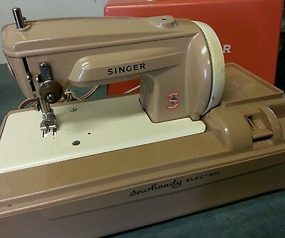 Vtg  Singer Model 50  SEWHANDY  Electric Small size sewing machine