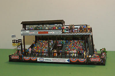 AURORA AFX  MoDEL MoToRING SLOT CAR GRANDSTAND with STARTERS PERCH + 300 PEOPLE