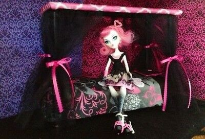 DOLL FURNITURE - Canopy Bed For Cupid / Draculaura Monster High Barbie Bratz