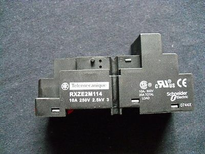 Relay Socket 940424 Telemecanique RXZE2M114