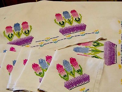 VINTAGE LOT HAND EMBROIDERED LINEN NAPKIN TRAY CLOTH & TEA COSY COVER SET