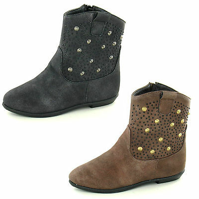 Wholesale Girls Flat Boots 16 Pairs Sizes 10-2  H4086