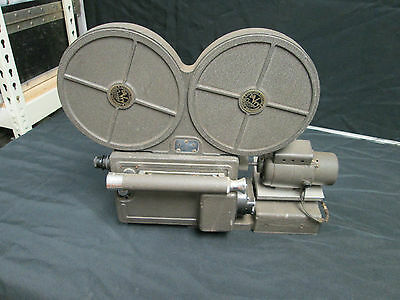 De Vry DeVry 16mm Optical Sound Camera w/ lens Extremely Rare & collectible.