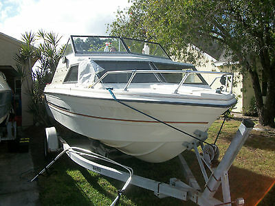1981 Viking 18ft cabin cruiser with V6 outboard