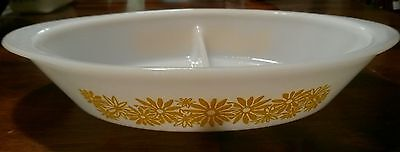 RARE! OLD Unmarked Glasbake Yellow Daisy Flowers Divided Casserole #18 1.5 Qt.