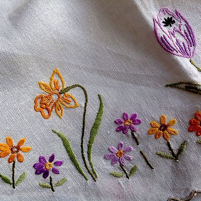 """"""" Spring is in the Air """" VINTAGE HAND EMBROIDERED LINEN TABLE CENTRE CLOTH"""