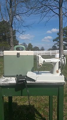 CLEAN Singer featherweight WHITE sewing machine Great Britain Works! NO RESERVE!