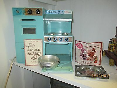1967 Vintage Kenner Easy Bake Oven Turquoise Model 1500 w/ Extras WORKS unisex