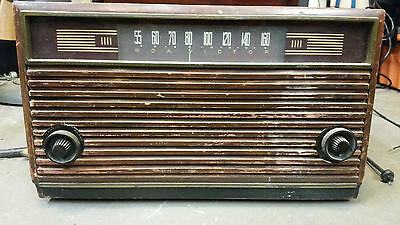 RCA Victor Victrola 45 rpm record player and AM radio, Model 9-Y-7, 1949