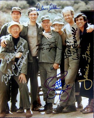 MASH 4077 SIGNED BY 6 CAST MEMBERS REPRINT 8 X 10 COLOUR PHOTO