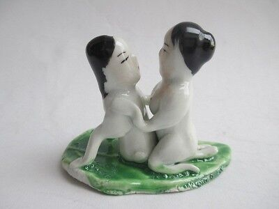 A pair of men's and women's statue of the ancient Chinese art ceramic / 12