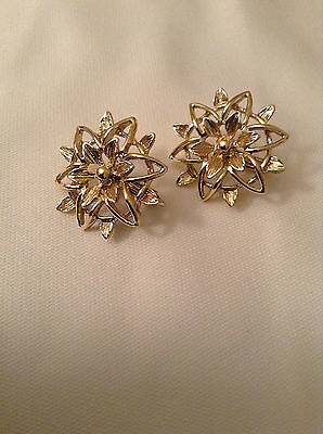 SARAH COVENTRY GOLDTONE CLIP-ON EARRINGS ~ VINTAGE JEWELRY (A135)
