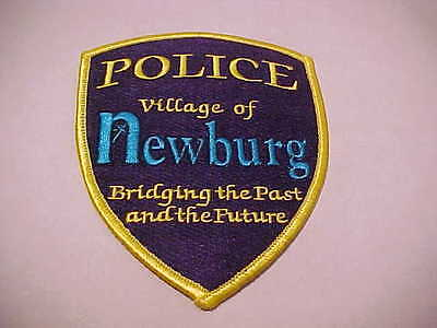 NEWBURG WISCONSIN  POLICE PATCH *** FREE SHIP IN USA ***