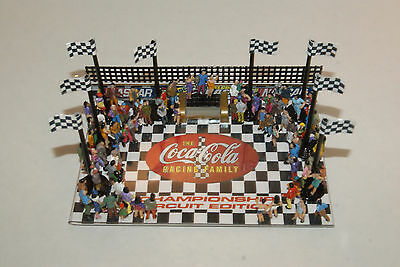 NASCAR WINNERS PLATFORM with 75  PEOPLE, ACCESSORY for SLOT CAR GRANDSTANDS