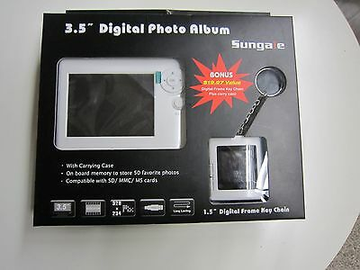 """Sungale PA351 3.5"""" Digital Picture Frame"""