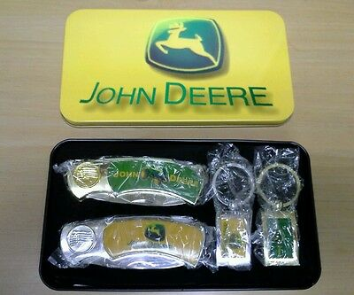 John Deere Set of Two Knives and Keyrings in metal tin