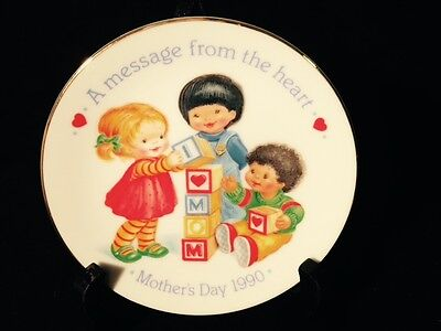 """Avon 1990 Mother's Day Plate """"A message from the heart"""""""