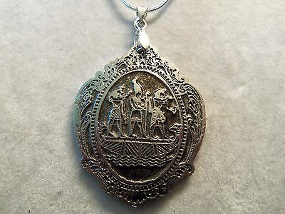 INCREDIBLE Design Silvertone Chain & Etched EGYPTIAN Pendant Necklace 15N101