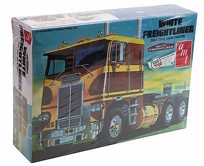 AMT 620 WHITE FREIGHTLINER PRIME MOVER MODEL ASSEMBLY KIT - 1:25 Scale