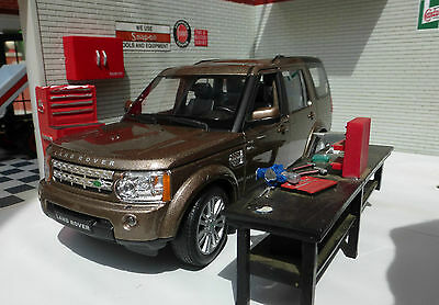 Land Rover Discovery 4 TDV6 Brown 2015 1:24 Scale Diecast Detailed Engine Model
