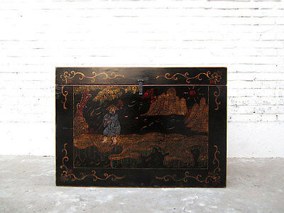 Chest China antique style golden filigree painting on black lacquer only by  Lux