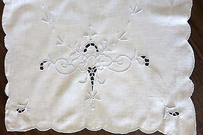 """Vintage  HAND EMBROIDERED TABLE RUNNER - Madeira - Cutwork - 16 X 32"""""""