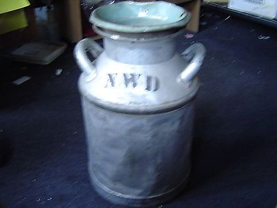 cream city Old Antique Gray metal Milk Can yard Lawn & Garden Has Dents has lid