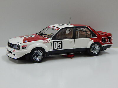 1:18 Holden VC Commodore - 1981 Sandown Winner (Brock/Richards) #05 Carlectables