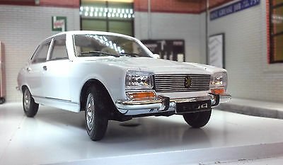 G LGB 1:24 Scale 1975 Peugeot 504 Saloon 24001 Detailed Welly Diecast Model Car