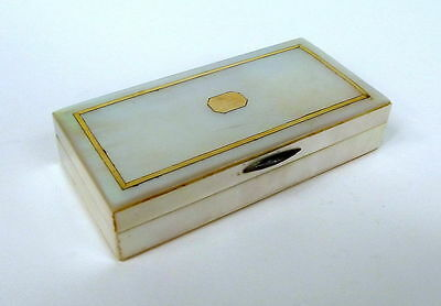 Mother of pearl Snuffbox with Gold Tin 19th Century
