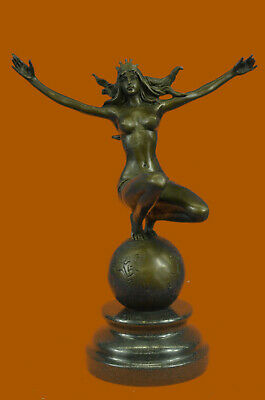 Art Deco Hot Cast Atlas Lady Woman Female Warrior by Aldo Vitaleh Bronze Figure