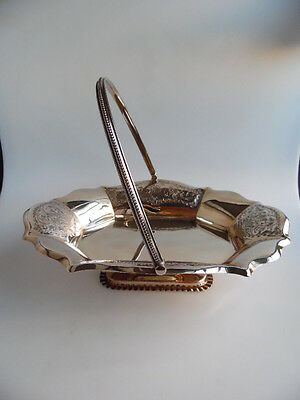 Versilberter Henkelkorb für Gebäck    silver plate basket with handle