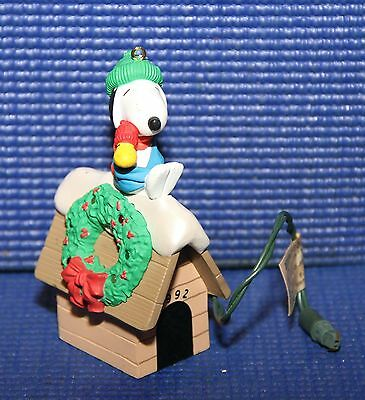 1992 Hallmark Magic Lights Snoopy & Woodstock Peanuts Christmas Ornament