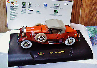 **New--1930 Packard Classic Vintage 1:32 DieCast Car On Plastic Base In Box **