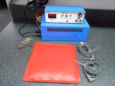 """F.S.T. TR-100 TEMPERATURE CONTROLLER WITH POWER SUPPLY & 9"""" x 9"""" HEATING PAD"""