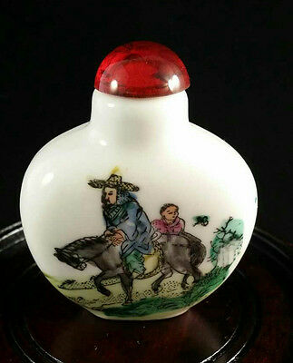 Chinese Porcelain Snuff Bottle Qian Long Mark to Base