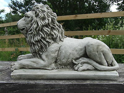 LION STATUE ON PLINTH Cast Stone Garden Ornament Patio Home Decor ⧫onefold-uk