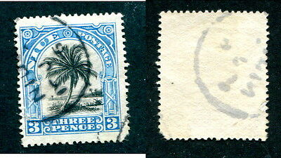 Used Niue 38 (Lot #10589)