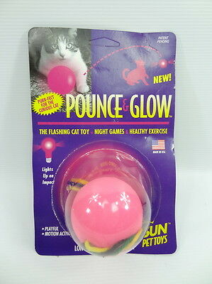 Pounce and Glow, Glow in the dark cat ball • EUR 1,79