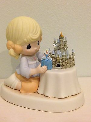 "PRECIOUS MOMENTS *EXCLUSIVE DISNEY* ""A World Of My Own"" Cinderella #690003D MINT"