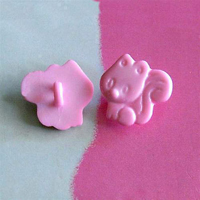20 Squirrel Climbing Novelty Kid Sewing Sweater Buttons 16mm Pink K528