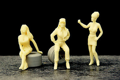 4  Figurines  Girls  Set 44  Posing  Girls   Vroom  1/43  A Peindre
