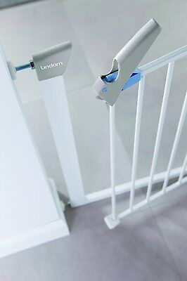 Lindam Sure Shut Axis Child Baby Gate/ Easy Fit. No drilling . Pressure Fit